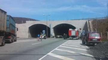 Автобус пламна на магистрала Люлин, пътниците са невредими