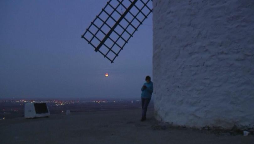 Снимка: Супер луната в небето над Испания