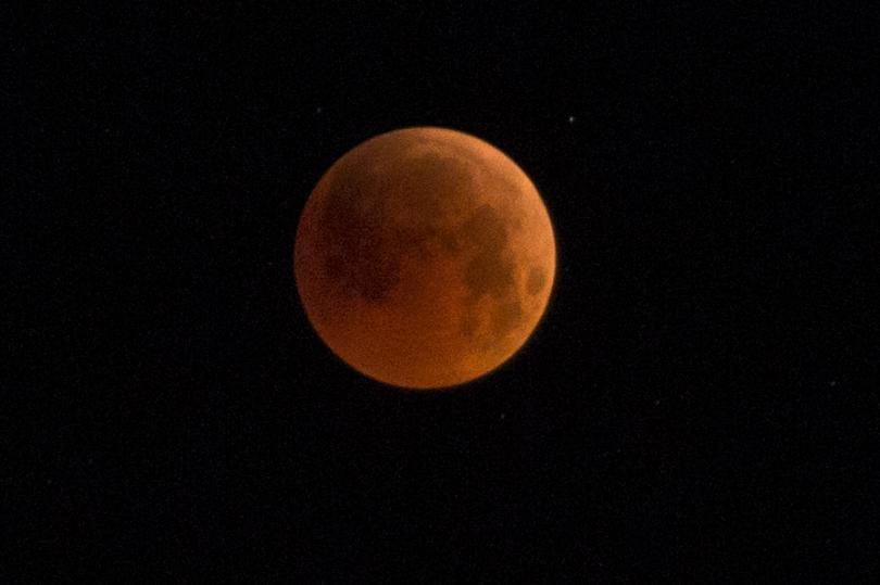 Астрономи идентифицираха онова, което изглежда е първата луна извън Слънчевата