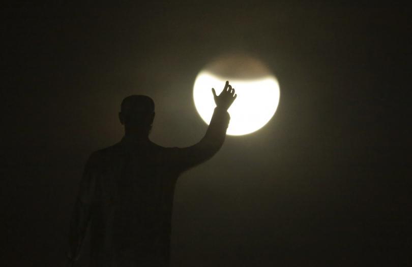 спейс екс сключи договор изпращане първия космически турист около луната