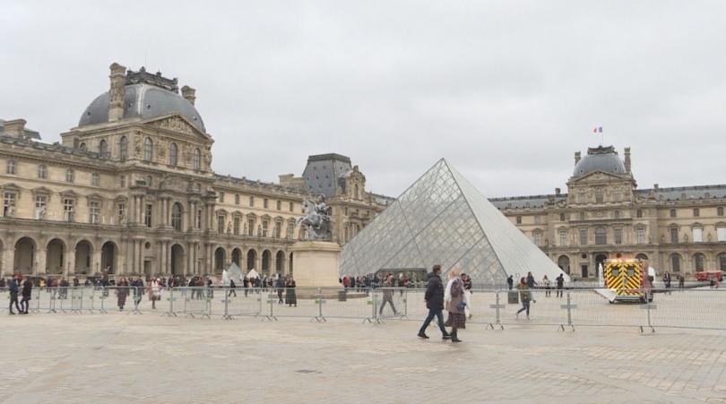 Министерството на културата продължава преговорите с Лувъра за организирането на