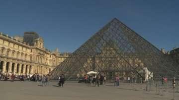 Евакуираха площада пред Лувъра