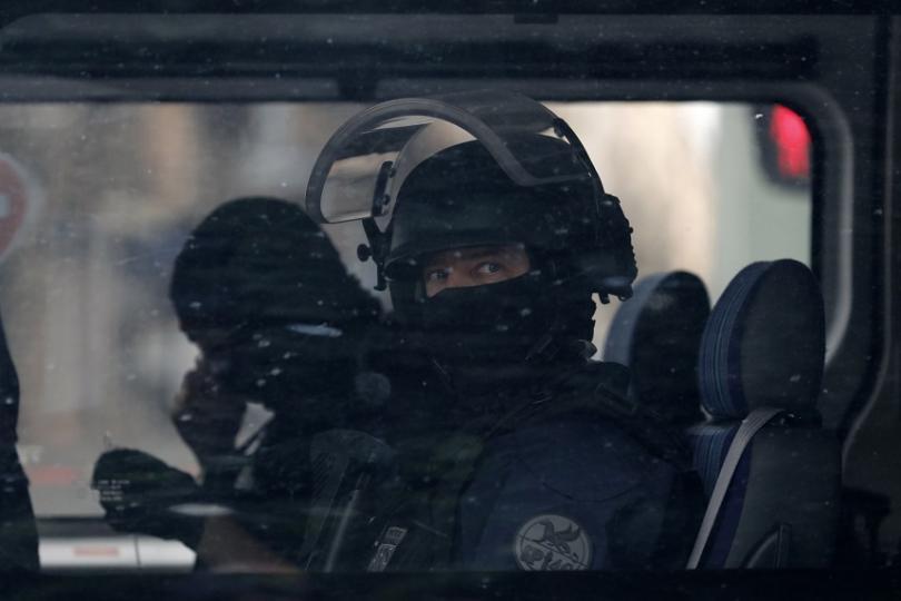 Издирването на заподозрения за експлозията в Лион, при която пострадаха