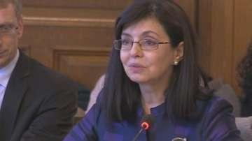 Просветният министър: Няма решение какви ще са учебниците за 1-ви и 5-ти клас