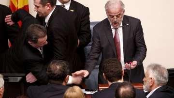 Албанският език стана втори официален в Македония