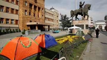 От нашите пратеници: Обстановката около македонския парламент е спокойна