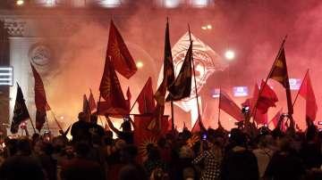 Поне 7 души пострадаха след протестите в Скопие