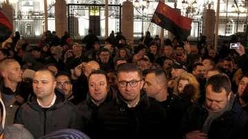 Протест по време на заседанието за конституционните поправки в Македония