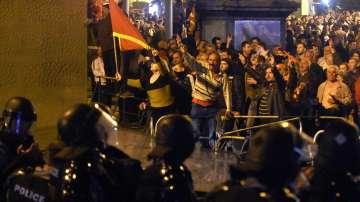 Светът изрази безпокойство след снощните събития в Скопие