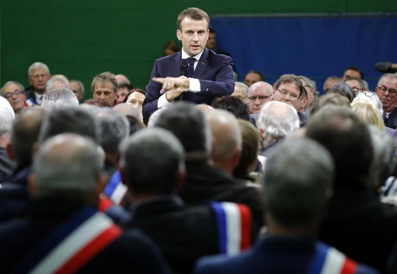 Френският президент започна обещания от него голям национален дебат. Своеобразният