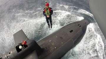 Френският президент влезе в ядрена подводница
