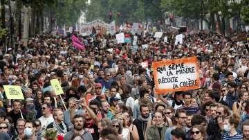 Многохилядни протести срещу политиката на Еманюел Макрон във Франция
