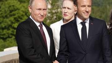 Какво си казаха Макрон и Путин по време на третата си среща?