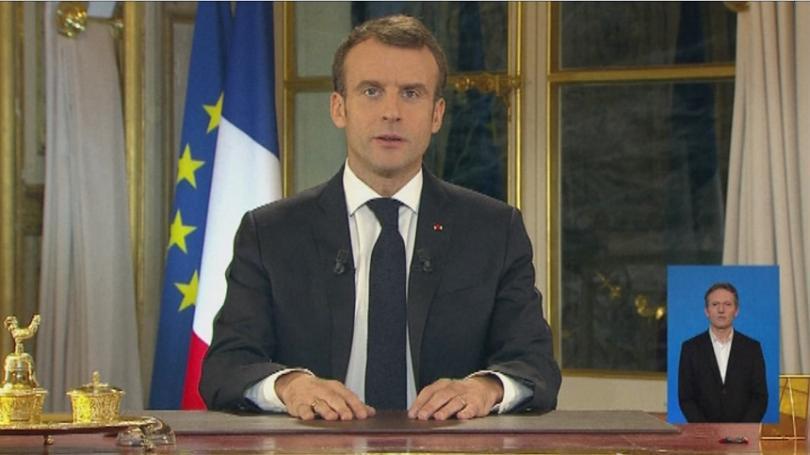 Френският прездент Еманюел Макрон обяви вдигане на минималната работна заплата