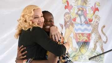 Мадона откри болница в Малави
