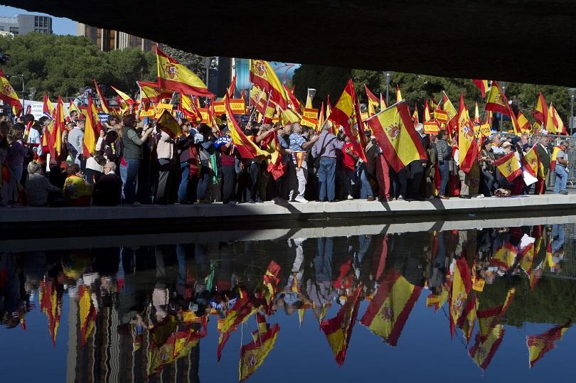 Хиляди призоваха за единство в Мадрид (СНИМКИ)