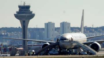 Евакуираха пътници на саудитски самолет заради  бомбена заплаха