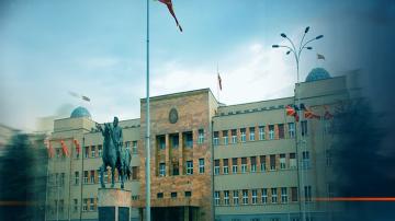 Македонският парламент обсъжда конституционните поправки, свързани с името