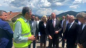 Транспортният министър инспектира строежа на магистралата от Ниш до България