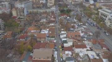 Да си построиш къща върху тротоара в почти центъра на София