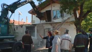 Продължава събарянето на незаконни постройки в пловдивската Арман Махала