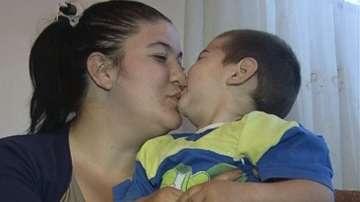 Самотна майка от Пловдив събира средства за операция на болното си дете