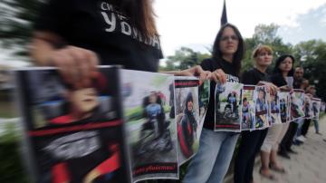 Майки на деца с увреждания с демонстрация пред НС, Борисов ги покани на среща