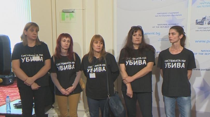 Майки на деца с увреждания поискаха оставката на вицепремиера Валери