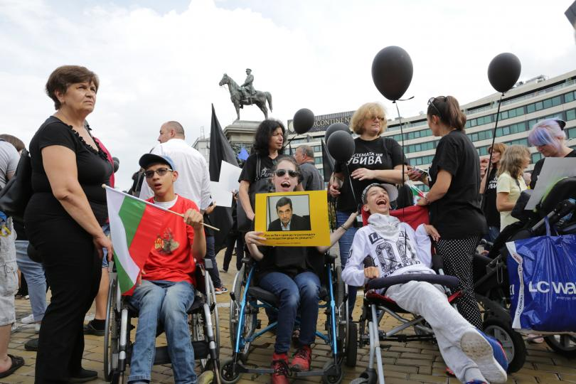 Работата по новия закон за хората с увреждания е на
