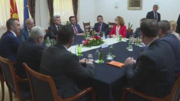 Консултации в Скопие по спора за името на Македония