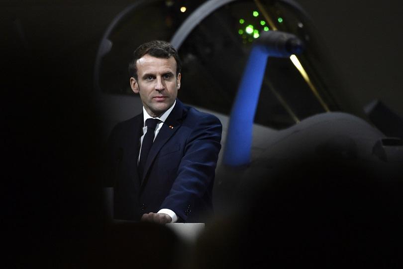 Френски демонстранти се опитаха да нахлуят в парижки театър, където