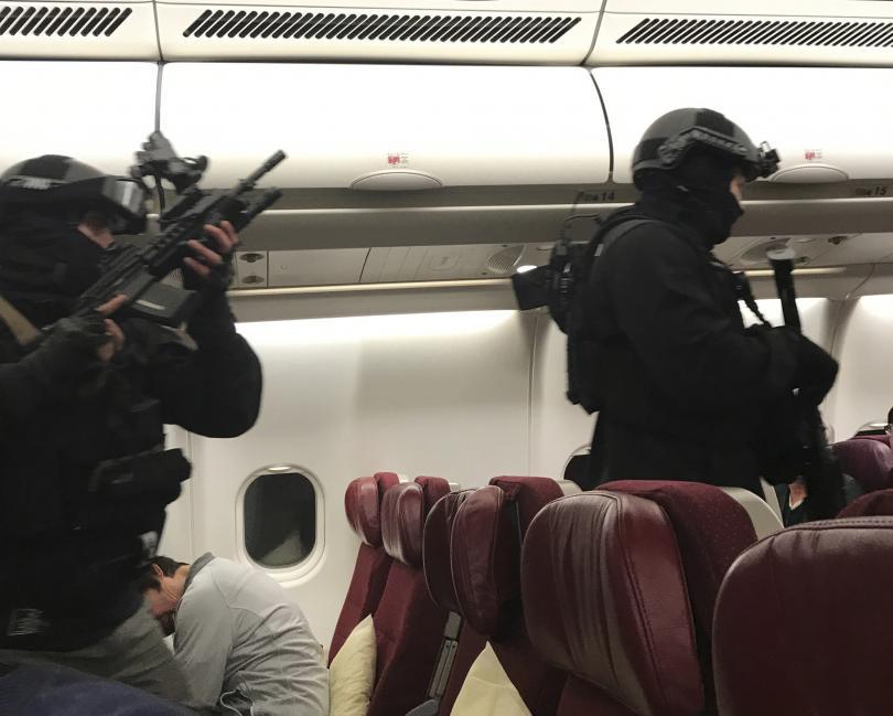 Обезвредиха пътник, опитал се да нахълта в пилотската кабина