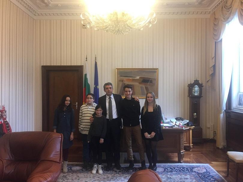 снимка 1 Малките репортери на БНТ разговарят с президента Росен Плевнелиев