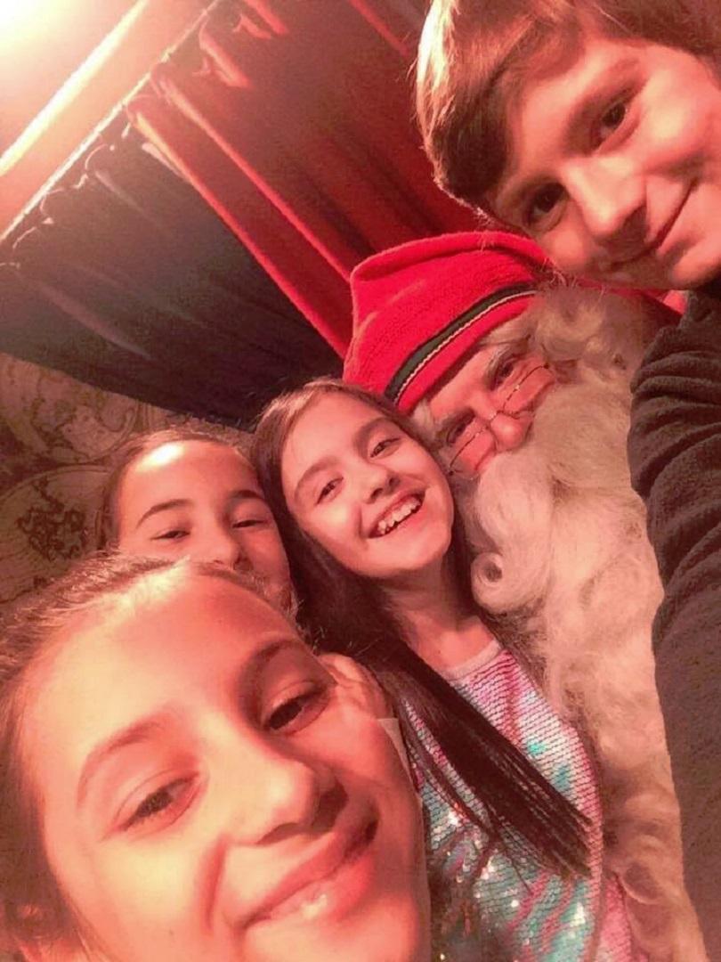снимка 1 Гледайте филма Вълшебен ден: Малките репортери при Дядо Коледа в Лапландия