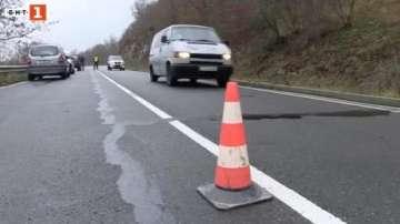 АПИ започна проучване на свлачището на международния път Бургас - Малко Търново