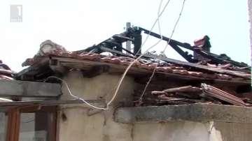Гръмотевица изпепели до основи къща в Карабунар
