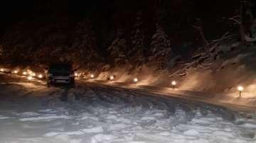 Сняг затрупа пътя към пернишкото село Кладница