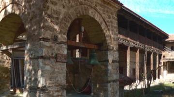 Камбанарията на Мулдавския манастир е пред рухване