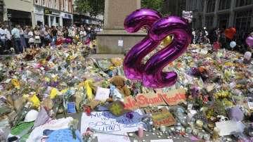 Британците почетоха паметта на жертвите в Манчестър