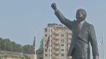 Откриха статуя на Мандела на Западния бряг
