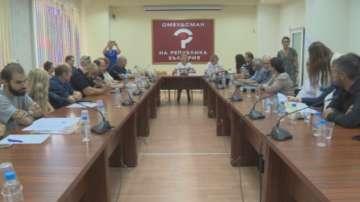 Мая Манолова се срещна с протестиращи жители от различни квартали на София