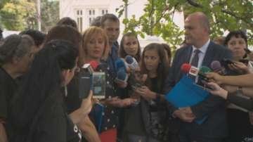 Мая Манолова посети двата палаткови лагера до Народното събрание