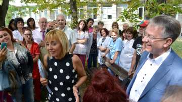 Омбудсманът Мая Манолова се срещна с работещите във Врачанската болница