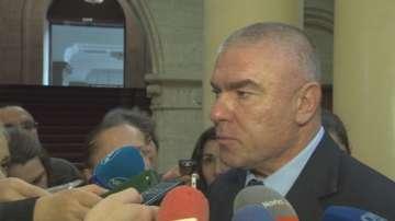 Марешки отново поиска оставките на Симеонов и Каракачанов