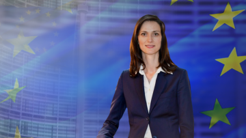 Еврокомисарят Мария Габриел участва в дебат за по-безопасен интернет