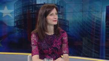 Мария Габриел: Наблюдава се тенденция за все повече дезинформация на местно ниво
