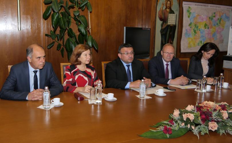 снимка 2 Младен Маринов се срещна с почетния ни консул в провинция Хесен