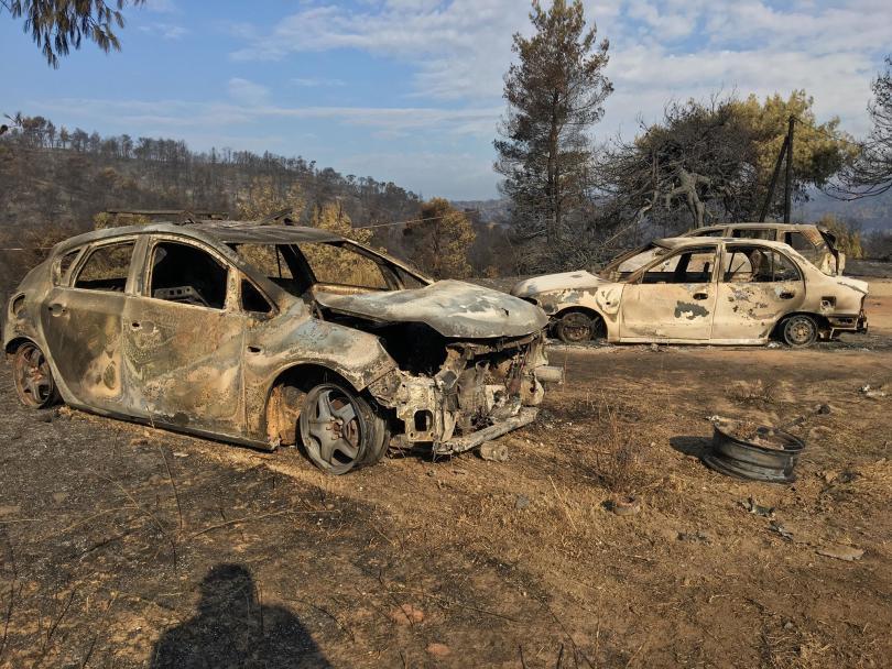 След три дни денонощна борба пожарникарите успяха да ограничат огъня