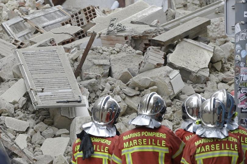 Две сгради се срутиха днес във френския град Марсилия, предаде