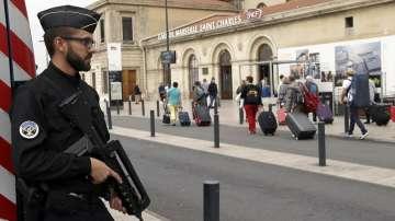 МВнР предупреждава българите да избягват района на гарата в Марсилия
